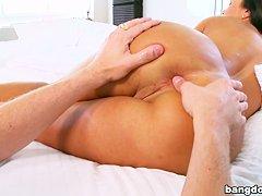 Жесткая ебля на ринге страпоном  Ашлей и Крисси